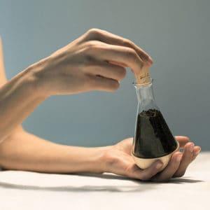 Gewürzglas im Gebrauch