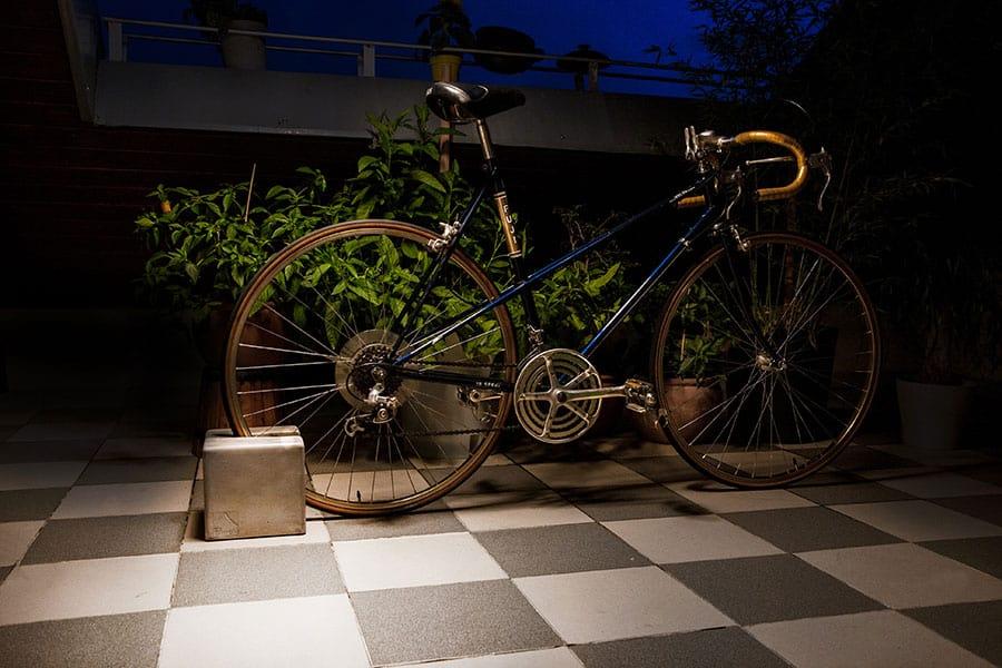 BIKEBLOCK Fahrradständer mit Citybike auf Terrasse