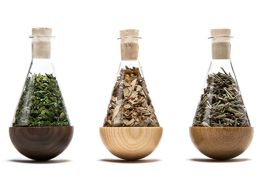 Gewürzglas mit Tee befüllt